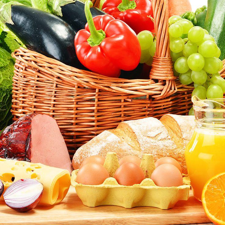Yeterli ve dengeli beslenme sağlığın temelidir. Beslenme; sağlığı korumak, geliştirmek ve yaşam kalitesini yükseltmek için vücudun gereksinimi olan besin öğelerini yeterli miktarda ve uygun zamanda almak için bilinçli yapılması gereken bir davranıştır. Besin öğelerinin vücut gereksinimleri düzeyinde alınmaması sonucu yetersiz beslenme oluşur. Yetersiz beslenme, birçok sağlık sorununun temelidir. #kudretinternational #hastane #saglik #ankara #turkiye #turkey