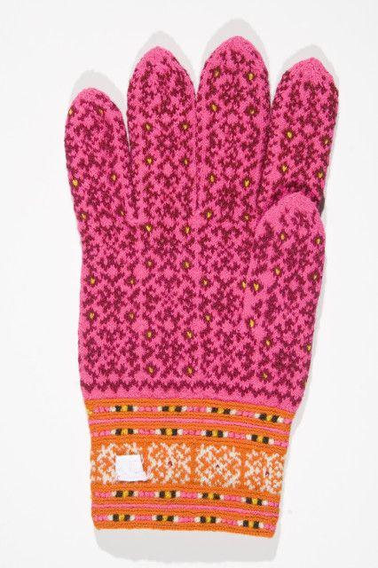 Muhu Island knitting, glove from Estonian National Museum via google images