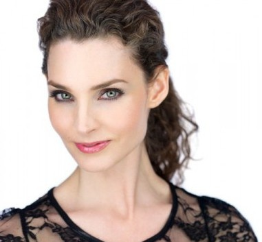 The MomsThoughts Show proudly welcomes Alicia Minshew (All My Children) LIVE at 1:00 pm est on May 1, 2013.  www.momsthoughts.com  Podcasts available!