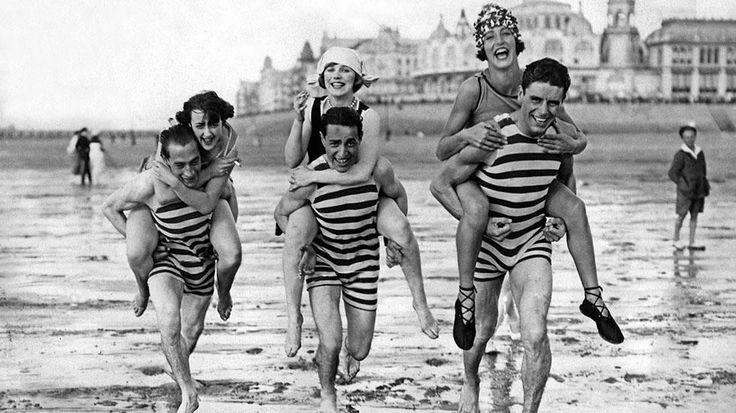 https://weather.com/travel/news/vintage-beach-photos?utm_medium=social