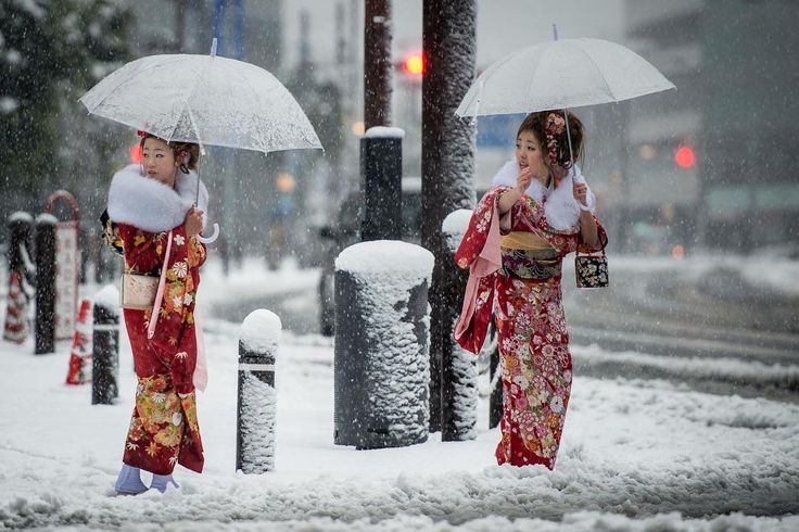 54 yıldır bu zamanlarda kar yağışı gözlemlenmeyen Tokyo geçtiğimiz günlerde beyazlarla kaplı bir manzaraya uyanmış Ne dersiniz; kar bazı şehirlere çok yakışıyor değil mi? #tokyo #snow #winteriscoming #marconlab