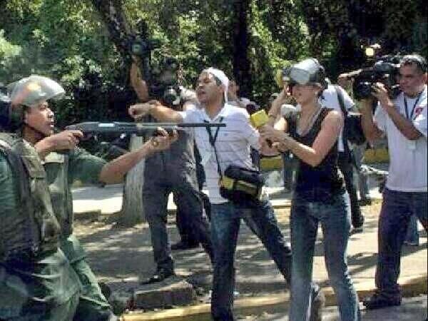 """""""@Anna Corrales Boyce: """"@tuicito: Dictatorship uses torture and bullets against citizens. #SOSVenezuela pic.twitter.com/XXtfCKBh1N"""""""""""