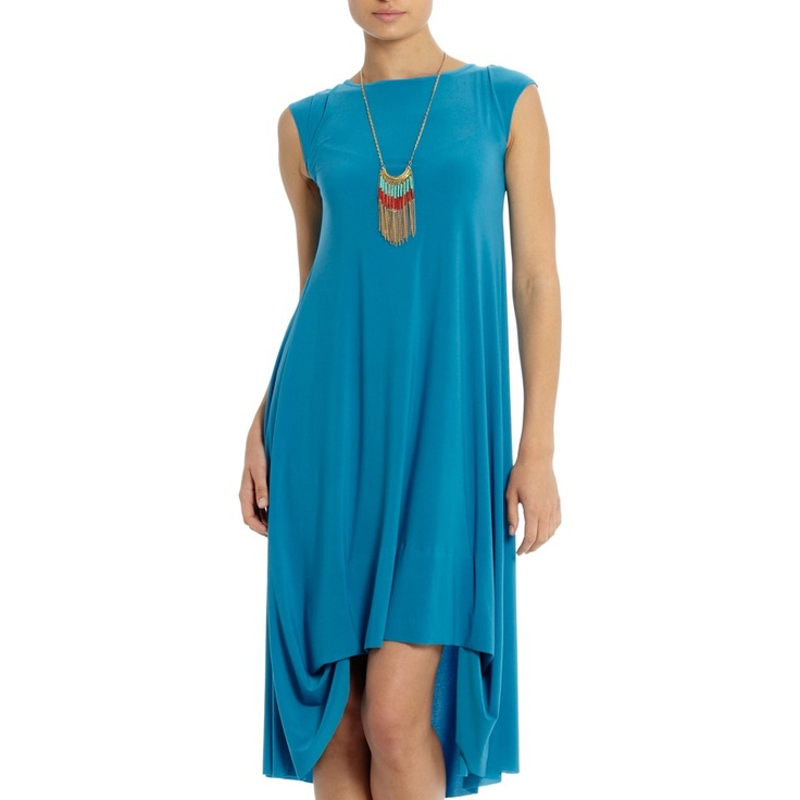 This Tessa dress from Tiaan Nagel is comfortable and elegant. Check out the beautifully yet simplistic V-neck here: http://www.spree.co.za/tessas-sleeprok-blou