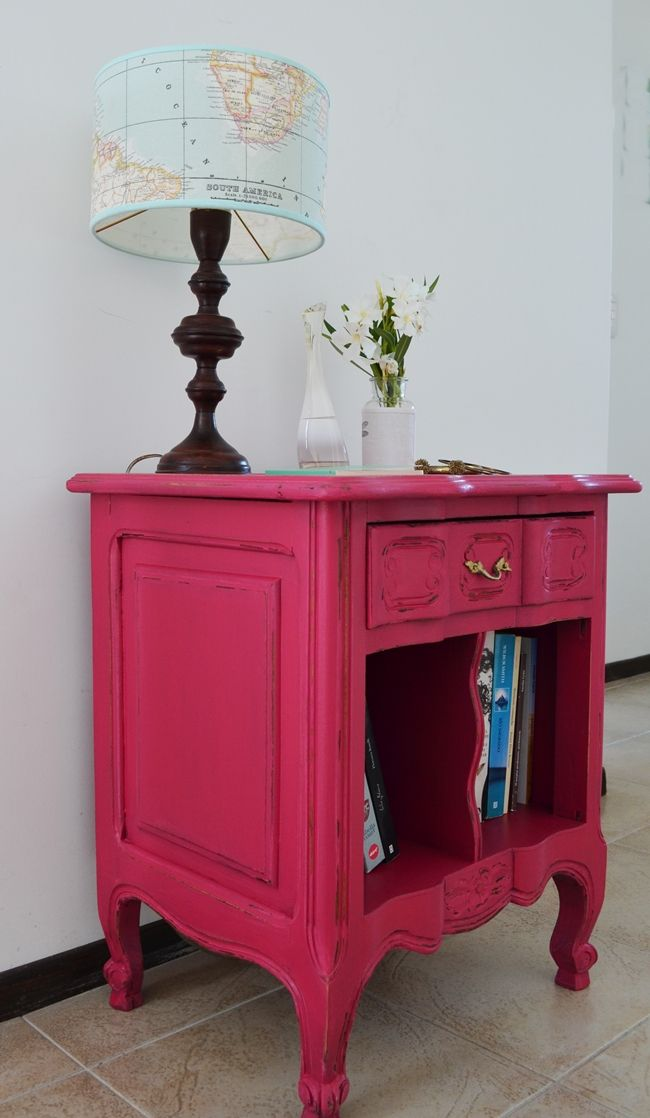 Mesitas provenzales y jugadas! / Fucsia night stand table