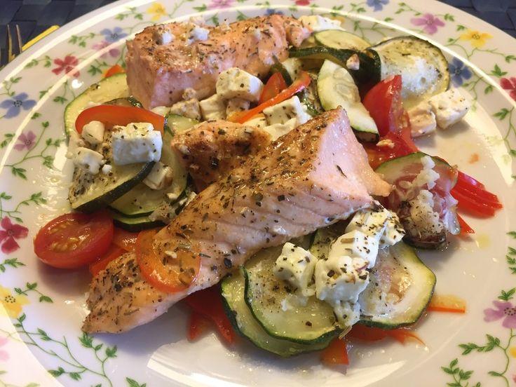 Low Carb Lachs mit Ofengemüse, ein schönes Rezept aus der Kategorie Gemüse. Bewertungen: 282. Durchschnitt: Ø 4,7.