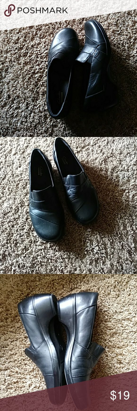⏬⏬Clark's Shoes⏬⏬ Comfortable Clark's are in EXCELLENT condition.   Size 9.5. Clark's Shoes Heels