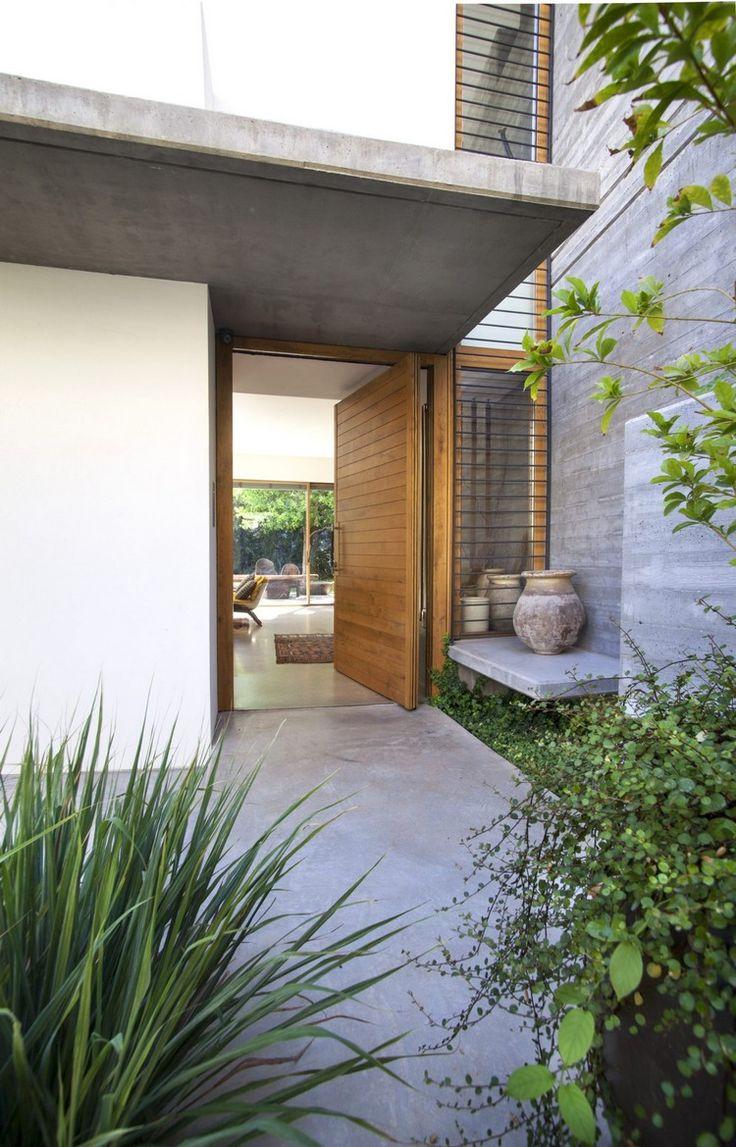 die besten 25 holzt r au en ideen auf pinterest hausfassade asiatische haust ren und. Black Bedroom Furniture Sets. Home Design Ideas