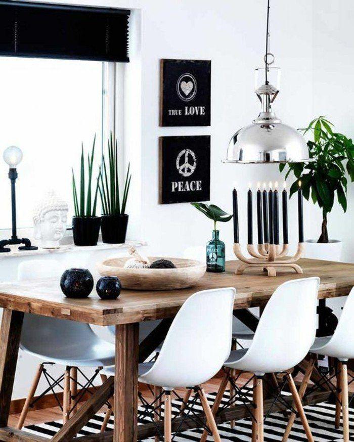 table en bois marron, chaises en plastique blanc, tapis à rayures blancs noirs , table en bois foncé