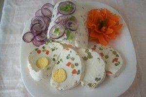 Rulada aperitiv cu branza oua si legume din Carte de bucate, Aperitive. Specific Romania. Cum sa faci Rulada aperitiv cu branza oua si legume