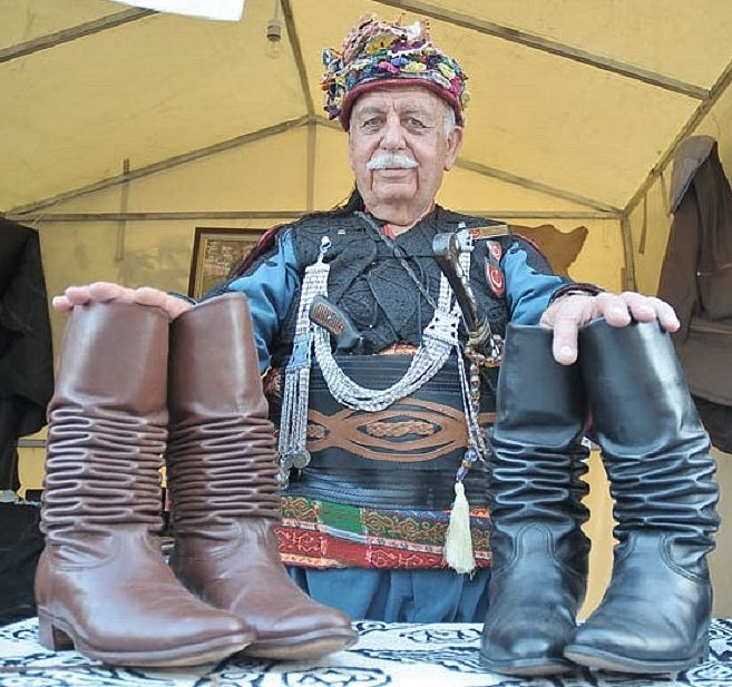 Boots of the 'körüklü'-type (with bellows).  In Late-Ottoman times they were the usual footgear of the 'Efe' warriors.