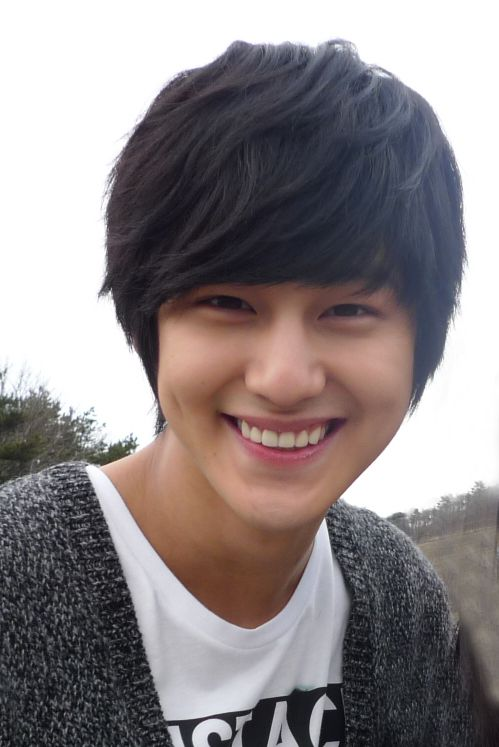 Kim Bum has the best smile he makes me so happy. I LOVE YOU KIM BUM