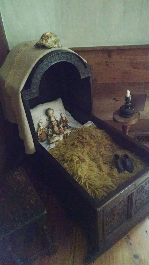 17th Century Cradle