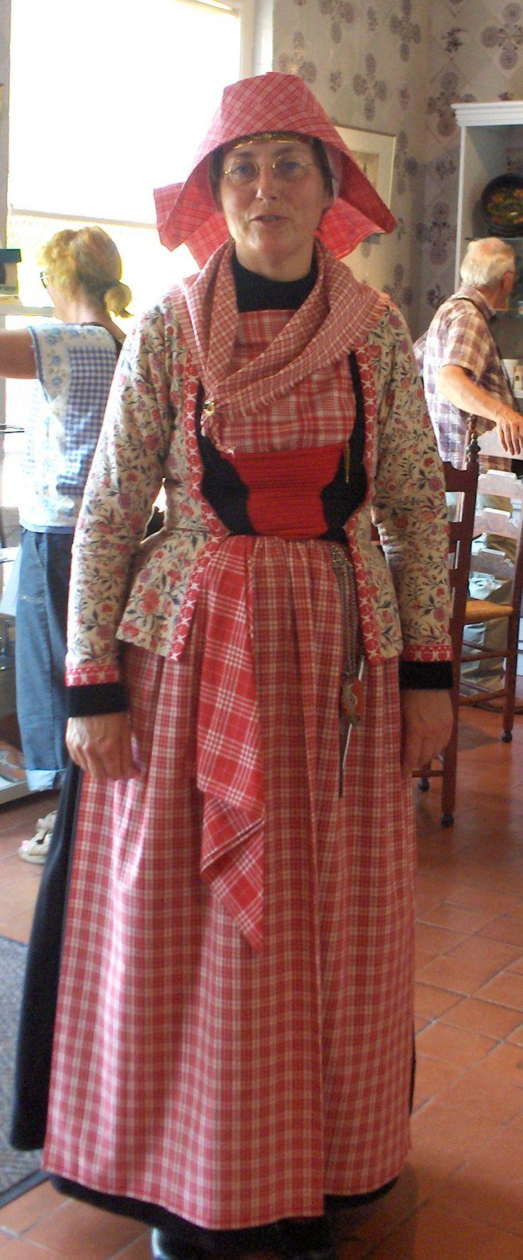 Hindelooper vrouw #Friesland #Hindeloopen Inspiratie theater: www.desteenakker.nl