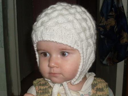 Вязаная детская шапка жемчужная зима