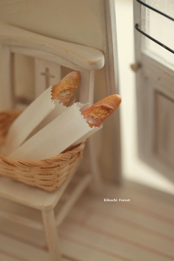 Miniature Food - Dollhouse Assorted Breads, with handmade paper bags and Rustic basket #french #breakfast #clay #handmade #dollsandminiatures #tiny #homedecor #giftideas #holiday #baguette #dollhousebakery #bakery #miniaturepatisserie #pain #パン #Brot #pane #loaf #kikuikestudio