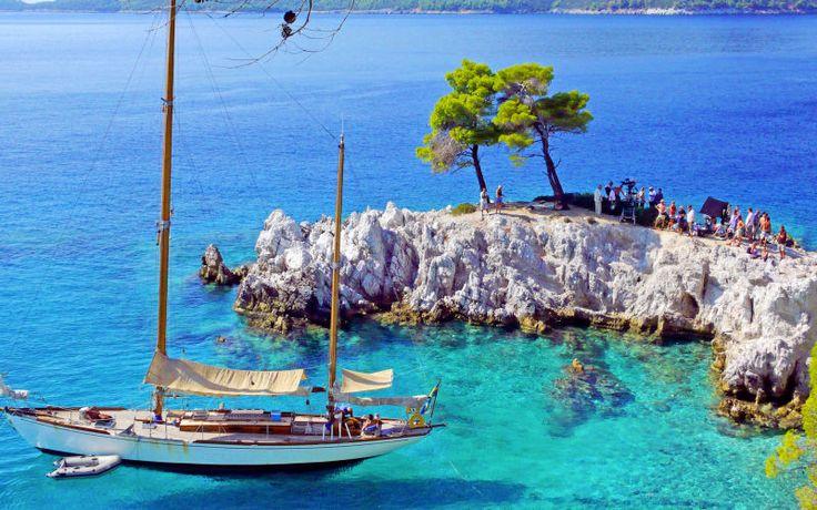 Waw! Dette er blot en af mange smukke udsigter, som du kan opleve på Skopelos. Se mere på www.apollorejser.dk/rejser/europa/graekenland/skopelos