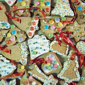 Recept - Kerstboomkoekjes - Allerhande Vanochtend de hele ochtend aan het bakken voor school. Het huis ruikt naar kaneel, alleen zijn de koekjes naar groep 4 om te versieren. DAn ook nog maar zelf aan de slag. Dit lijkt me een leuke ...