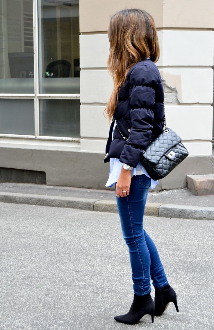 Unfussy, but very stylish and city chic.