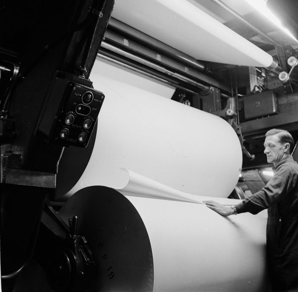"many large format presses like those used to print newspapers were called ""Web"" presses because they used rolls of paper instead of sheets.  The paper made a continuous web. Newspaper Printing Press 