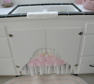 Sweet SinkRomantic Kitchens, Shabby Chic, English Cottages, Pink Kitchens, Cottages Romances, Litter Boxes, Castle, Flower, Kitchens Sinks