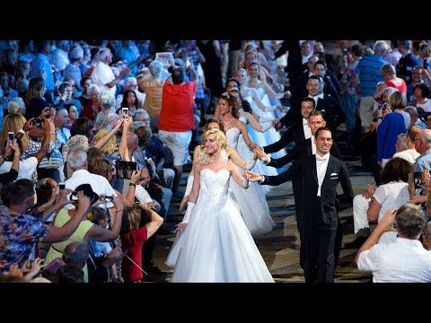 André Rieu & 150 dancers - Lara's Theme & Light Cavalry - YouTube