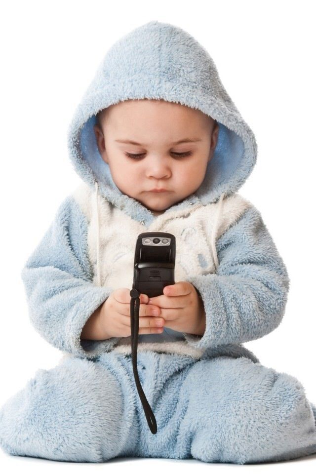 So young and already texting.... Awwwww