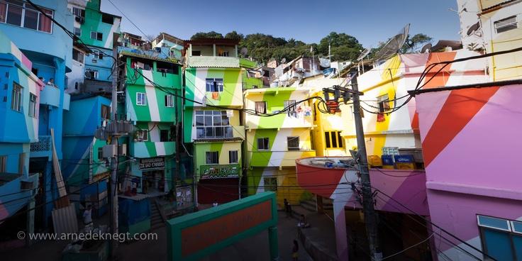Favela Painting - Moro Santa Marta, Rio de Janerio, Brasil.   (c) Arne de Knegt Photography