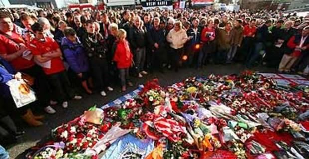 Manchester United mark the Munich air disaster. February 2008