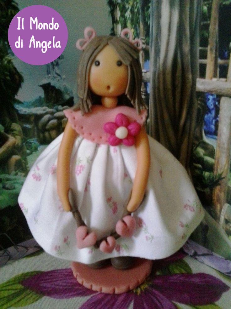 care amiche, oggi vi mostro alcune bambole realizzate lo scorso mese…questa si chiama Cuore..ha un abitino in tessuto di cotone, mentre la struttura è in pasta di mais…detta anche porcellana fredda…..cosa ne pensate?