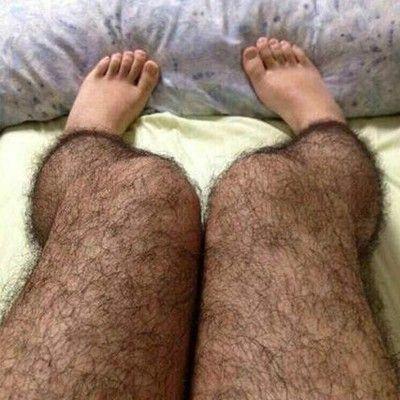 Hilarisch of om te griezelen? Harige kousen zijn volgens Sina Weibo ideaal onder een rokje tegen perverse mannen!  Je moet er maar op komen....