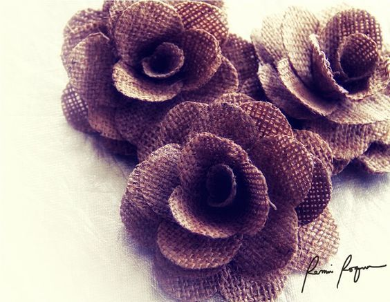 Best 25 burlap decorations ideas on pinterest coffee for How to make hessian flowers