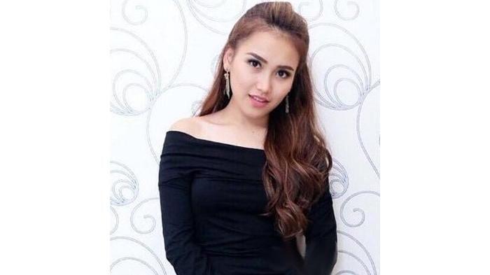 Fashion Ayu Ting Ting - Pakai Sandal Hermes Rp 8,5 Juta, Netizen Tuding KW: Ini Pasti Rp 60 Ribuan!