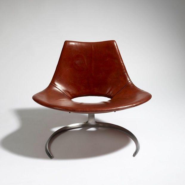 Scimitar chair