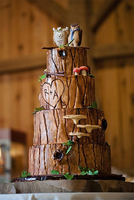 The most awesome rustic wedding cake | Amarie Photography: