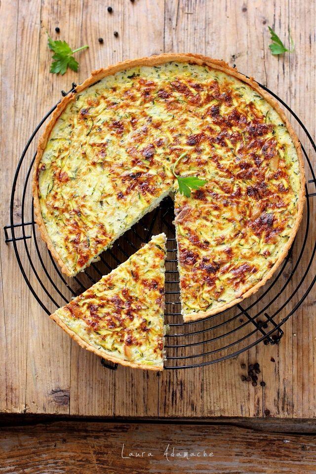 Tarta sarata cu ton si dovlecei zucchini si aluat semi integral. Vezicum se face o delicioasa tarta sarata cu aluat de casa, ton si dovlecei.