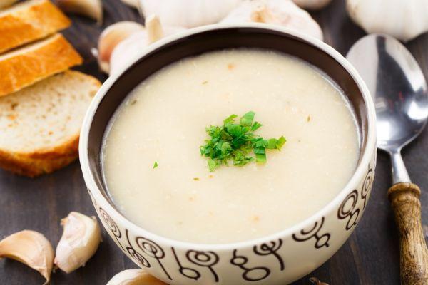 Krémová cesnaková polievka - Recept pre každého kuchára, množstvo receptov pre pečenie a varenie. Recepty pre chutný život. Slovenské jedlá a medzinárodná kuchyňa
