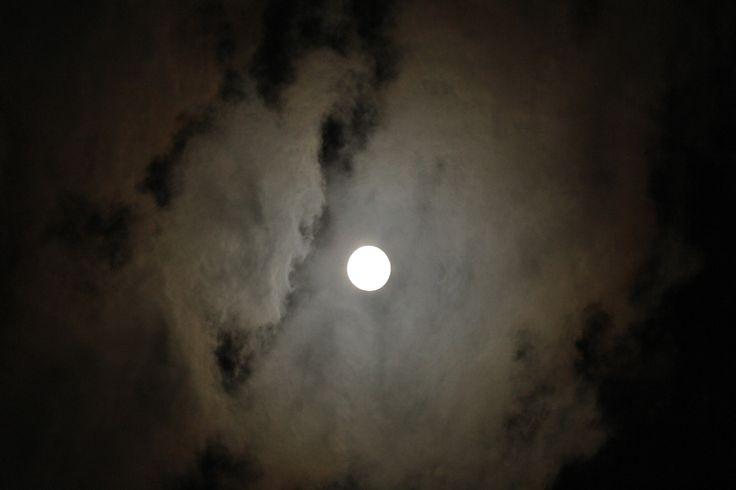 Bulan purnama // #MoonLight 📷Canon60D // Lens 70-200mm