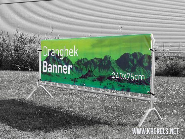 De banners worden dmv elastieken aan het dranghek bevestigd. De nadarbanner is de ideale oplossing voor visibiliteit op events, festivals en sportwedstrijden.