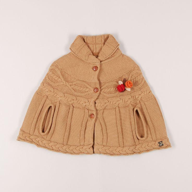 Poncho de punto grueso de marca Mayoral. Talla 2 años. 10,95€ #modainfantil http://www.quiquilo.es/catalogo-ropa-segunda-mano/poncho-de-punto-grueso-de-marca-mayoral-en-color-marron.html