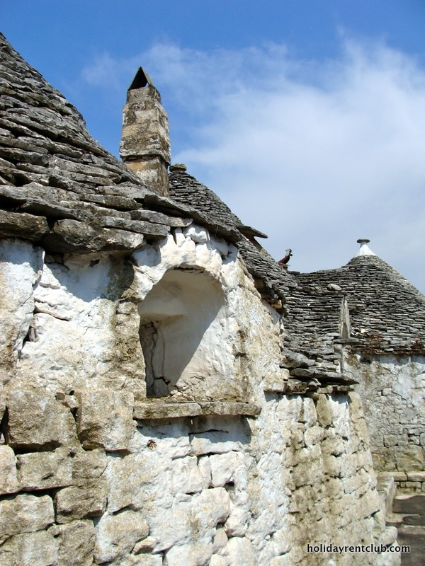 """300 years old """"trullo"""" in Italy"""