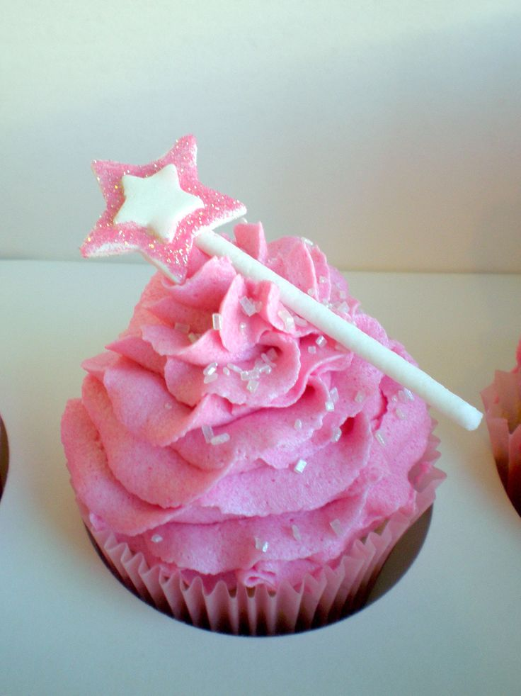 Princess Wand Cupcake - I know a special girl who would love these.