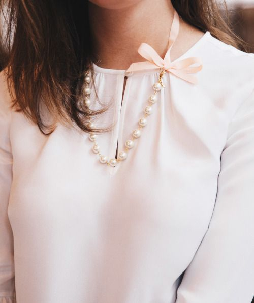 Classic look: blouse, bows and pearls