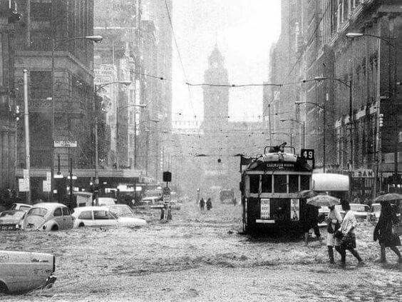 Flooding in Elizabeth St, Melbourne in 1972.
