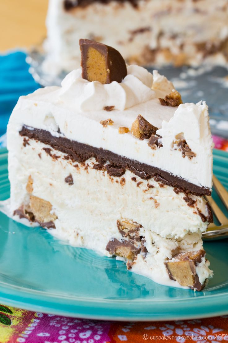 Only seven ingredients and no ice cream machine needed for this peanut butter cup no-churn ice cream cake recipe! An easy frozen dessert, made from scratch!
