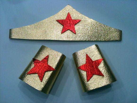 Tiara e braceletes com fechamento em velcro R$ 20,00