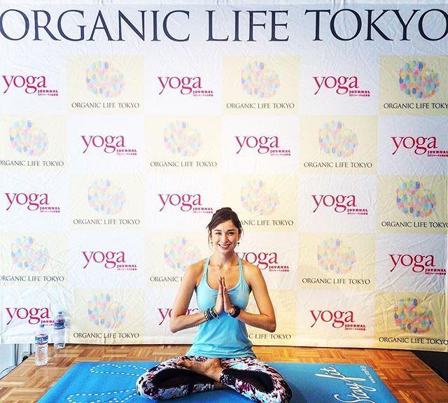今日はたくさんの方々が参加して頂いて本当にありがとうございました 皆さんと一緒にヨガが出来たことに感謝です✨ この機会を作ってくださった @organiclifetokyo @yogajournal_japan @crystalgeyser.jp ありがとうございました✨ #organiclifetokyo#crystalgeyser#yogajorneyjapan#underarmourwomen#underarmour#healthylifebykelly#