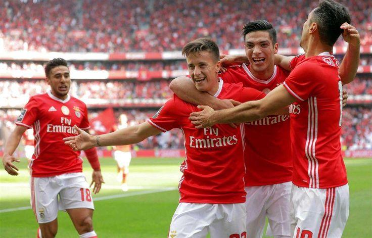 O Benfica está a 45 minutos de garantir um inédito tetracampeonato. Ao intervalo, as águias vencem o V. Guimarães por 4-0, graças a golos de Franco Cervi, Raúl Jiménez, Pizzi e Jonas.