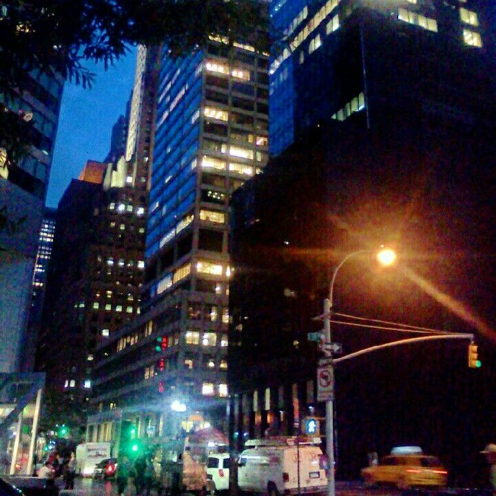 the city that never sleeps, but always seems to dream <3