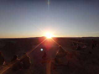 Atacama - Vale da Lua e Vale da Morte, além de um treino no deserto. Os dois vales estão interligados e ficam ao lado da Cordilheira de Sal. O Vale da Morte é um dos lugares mais secos e inóspitos do planeta. Por do Sol na Pedra do Coiote no Atacama. Por do Sol no Vale da Lua. Por do Sol no Vale da Morte.