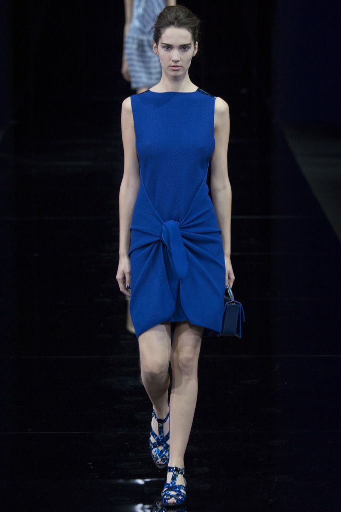 Emporio Armani, atado a tu cintura, alarma trend 2015. azul klein dress.